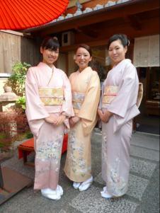 友人の結婚式に訪問着で参列されたまみこさん、あやこさん、さきえさんの3人